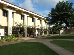 1人息子はハワイの名門校に通学