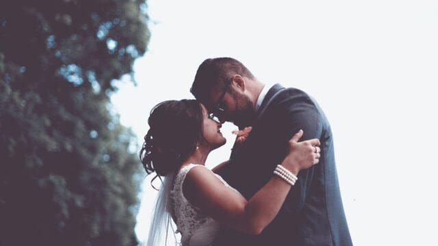 千鳥ノブの嫁は高校のマドンナで超美人!浮気報道で離婚の危機も?