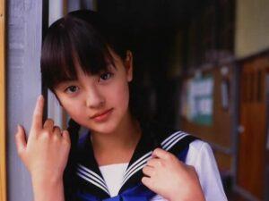 新田真剣佑の彼女は元子役でバツイチの岡田奈月?現在同棲中で略奪愛?